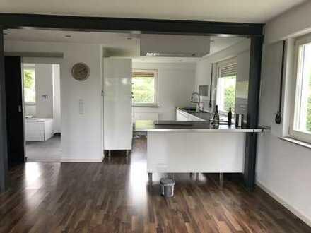 Exklusive 2-Zimmer-EG-Wohnung mit Balkon u. EBK, Stgt.-Zuffenhausen, Nähe Porsche