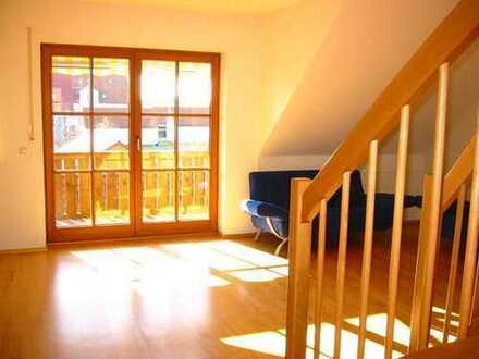Sonnenverwöhnte, gepflegte 4-Zimmer-Maisonette-Wohnung mit Balkon und Einbauküche in Wang