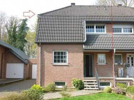 Geräumige Doppelhaushälfte mit schönem Grundstück in Heinsberg-Karken.