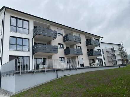 Erstbezug: moderne 2,5-Zimmer-Wohnung mit Einbauküche und Balkon in Gosheim