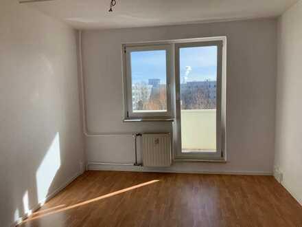 2-Raumwohnung mit Balkon und Duschtasse in 1. Etage