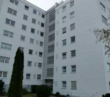 Gepflegte, ruhige 2-Zimmer-Wohnung mit verglastem Balkon und Einbauküche in Aalen