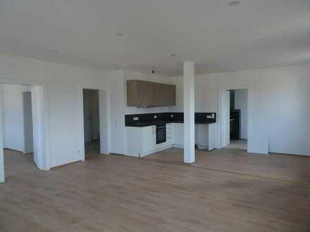 Helle vollständig renovierte 3-Zimmer-Wohnung mit Balkon und Einbauküche in Neustadt bei Coburg