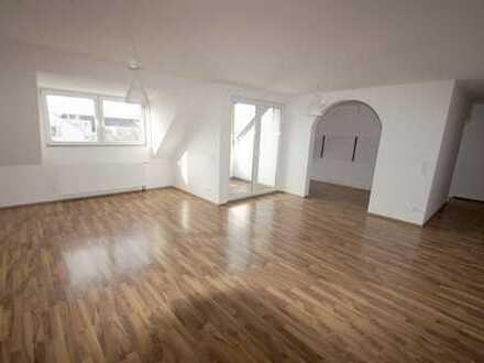 Helle 4-Zimmerwhg. mit großem Wohnraum, Tageslichtbad u. schöner Dachterrasse