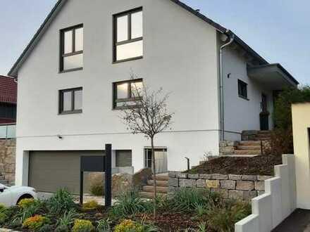 RESERVIERT! Top ausgestattete, neuwertige Doppelhaushälfte in ruhiger Randlage! Kurzfristig frei!