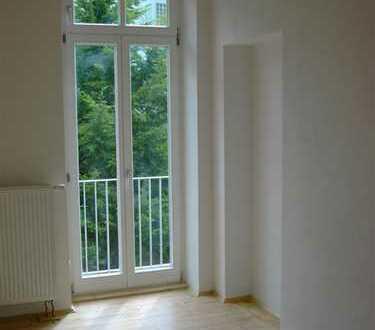 Stilvolle, sanierte 2-Zimmer-Wohnung mit 3 Balkonen und EBK in Heidelberg-Zentrum