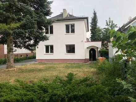 topgepflegtes, schönes Haus mit sechs Zimmern in Berlin, Adlershof (Treptow)