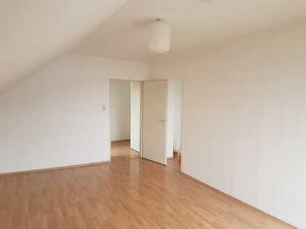 Sehr helle 2-Zimmer-DG-Wohnung mit EBK in Augsburg
