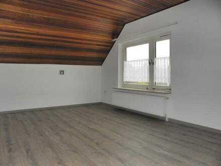 Kleine Single-Obergeschosswohnung in ruhiger Lage !