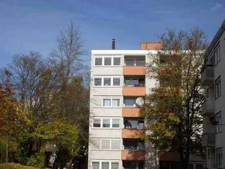 Gepflegte Wohnung mit drei Zimmern und Balkon in Amberg