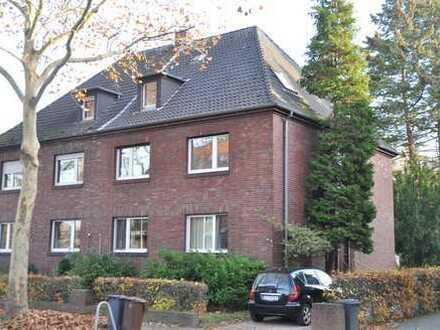 Bockum: 2-Zimmerwohnung mit Balkon und separatem Mansardenzimmer in schöner Lage!