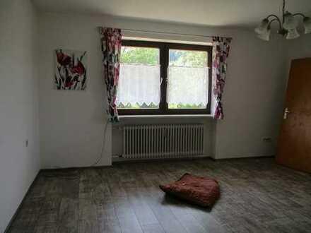 Wohnhaus mit ELW und Schuppen zw. Cham u. Waldmünchen.