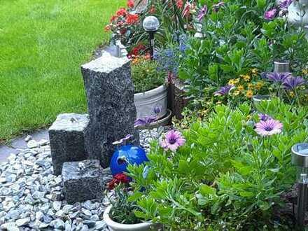 Reihenhaus mit Einzelgarage und gepflegtem Garten