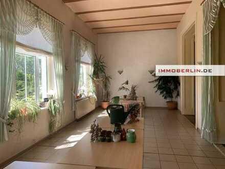 IMMOBERLIN: Sehenswertes Gasthaus mit 2 Wohnungen in schöner Naturlage