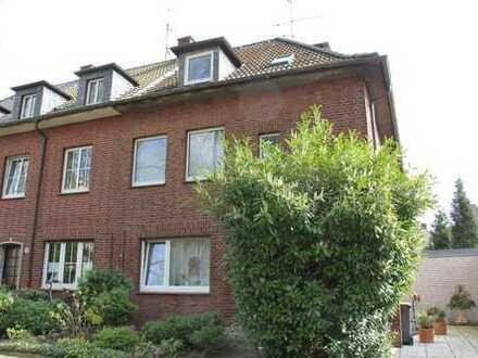 Gute Wohnqualität trifft auf schöne Lage: Charmante 2,5- Raum-Dachgeschosswohnung in Feldmark