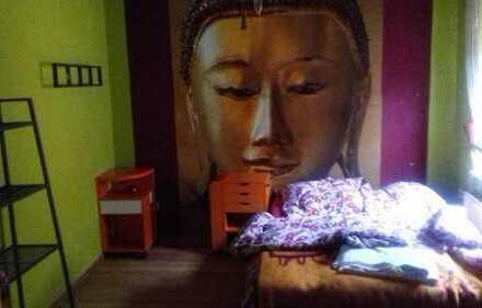 Mitbewohnerin im Reihenhaus!!! 1 Zimmer 15 qm, gemeinschafts- Bad und Küche und Hinterhof