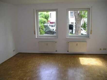 Einzimmerwohnung mit Parkettboden und EBK