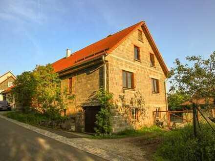 Einfamilienhaus (DHH) mit großer Garage und Stellplatz