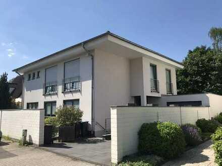 Exklusives Einfamilienhaus mit Einliegerwohnung in Köln-Rath