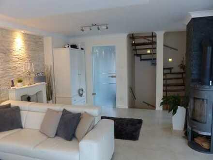 Schönes, geräumiges Haus mit vier Zimmern in München, Allach