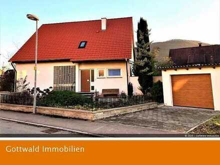 Familienglück in Dettingen Erms: Einfamilienhaus mit traumhaftem Garten und wundervollem Ausblick!