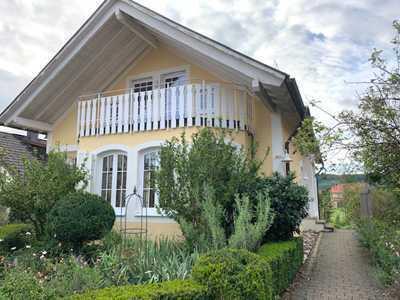 Tübingen Vorort, wunderschönes Haus im Landhausstil, mit Terrasse und großem Garten