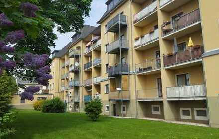 Geräumige Zwei-Raum-Wohnung im 3. OG, große Küche mit Essplatz und Fenster, Balkon nach Westen