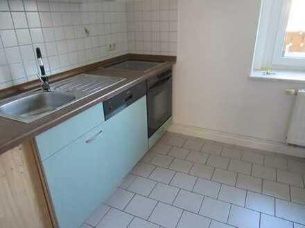 Tapetenwechsel erwünscht? 2 Zimmer Wohnung mit Balkon und Küche!!