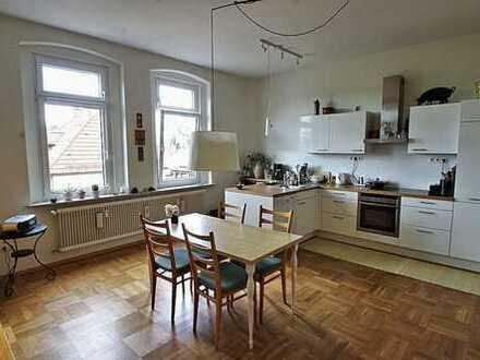 +++RESERVIERT+++Charmante, helle 3-Zimmer-Wohnung mit Einbauküche und Dachterrasse - Hahnweg