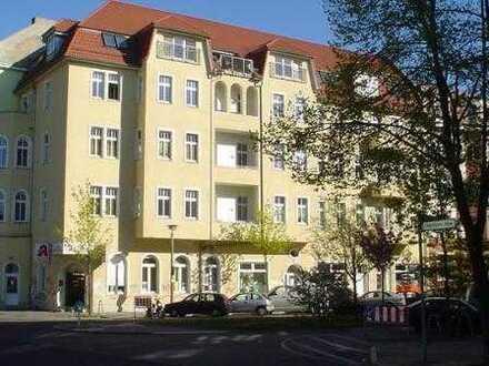 Bezugsfreies 3 Zimmer DG im Altbau mit Blick über die Dächer! Aufzug und Terrasse!