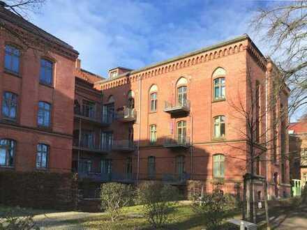 Sanierte Balkonwohnung im historischen Denkmal als ideale Kapitalanlage
