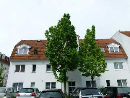 Klein aber fein ... 2 Zimmer Wohnung mit Balkon, Wannenbad und EBK.