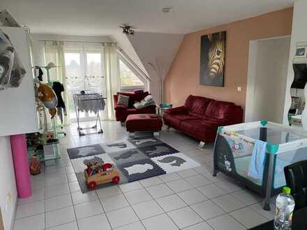 Gepflegte Dachgeschosswohnung mit drei Zimmern, Balkon, Keller und Garage in Ludwigshafen/Oppau