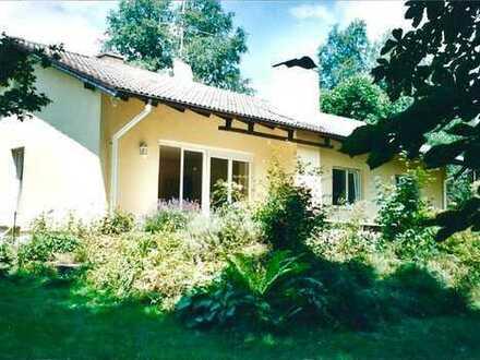 Schönes, modernisiertes Einfamilienhaus mit großem Garten nahe Badebucht