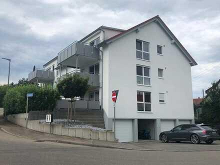 Neuwertige Wohnung mit vier Zimmern, Terrasse, Aufzug und EBK in Eislingen
