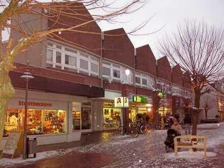 Ebenerdiges Ladenlokal in moderner Einkaufspassage in Brake zu vermieten