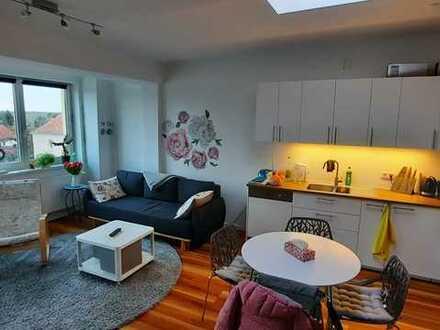 neuwertige Wohnung mit zwei Zimmern sowie Balkon und EBK in Kaulsdorf (Hellersdorf), Berlin