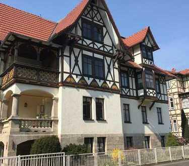 Schöne, behagliche 3-Raumwohnung mit Balkon in renovierter Meininger Stadtvilla