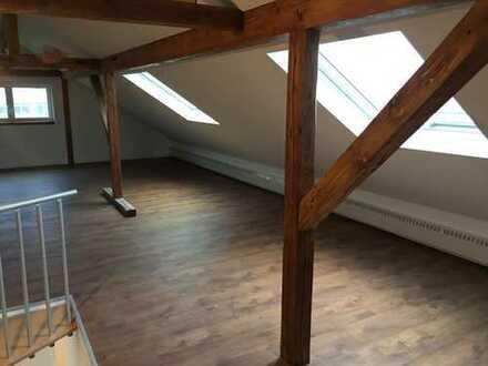 Traumhafte, lichtdurchflutete Dachgeschosswohnung auf 2 Etagen! in Miltenberg (Kreis), Großwallstadt
