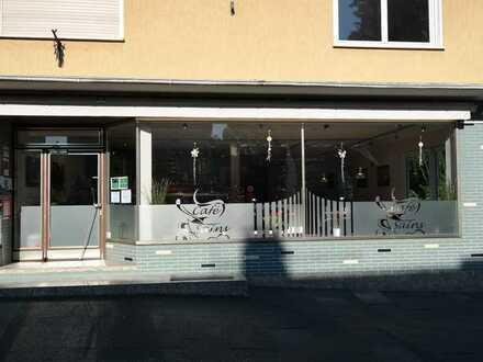 Werbewirksames Ladenlokal (Bäckerei) mit 106qm, Damen/Herren-WC und Außenbereich in bester Lage