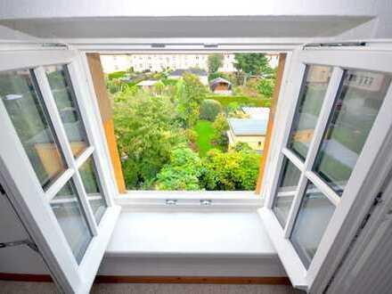 Galerie-DG-Wohnung - bezugsfreie sanierte 2-Zimmer Wohnung mit Blick ins Grüne