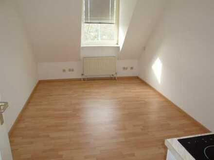 Kleine 1-Zi.-Wohnung mit Kleinküche, Laminatboden