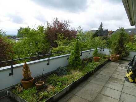 Modernisierte 4-Zimmer-Penthouse-Wohnung mit Balkon und Einbauküche in Reutlingen