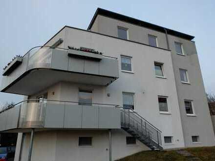 Etagenwohnung mit Balkon, eigenem Gartenanteil und Doppelgarage