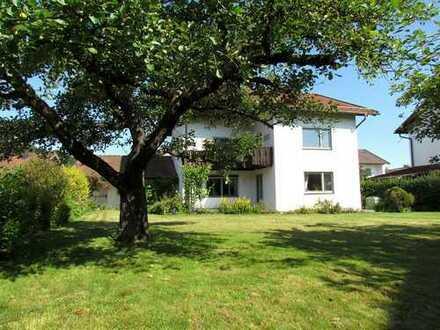 Haus für die Familie und Garten mit Entwicklungspotential