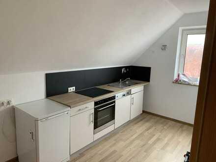 Erstbezug nach Sanierung mit Einbauküche: schöne 3-Zimmer-Dachgeschosswohnung in Günzburg