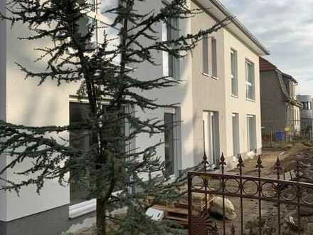 Erstbezug mit Balkon oder Terrasse: stilvolle 3-Zimmer-Wohnung in Eggersdorf