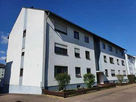 Sanierte Wohnung mit zwei Zimmern sowie Balkon, Einbauküche und Garage in Schwetzingen