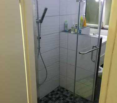 WG-Zimmer (#4) mit Möbel- Nur Frauen- 285 € WARM !! nur für 1,5 Monate ! Just Woman !! Female !!
