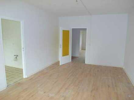 """* 2.OG * Frisch renovierte 3-Zimmer-Wohnung mit neuem Laminatboden """"Diele hell"""" & Südbalkon"""